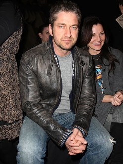 Black leather jacket, solid gray tee and jeans. very simple but it has a