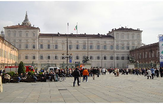 Palazzo Reale, Piazza Castello