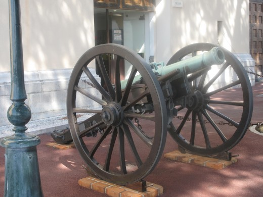 Cannon at the entrance of the Napoleon Museum in Monaco