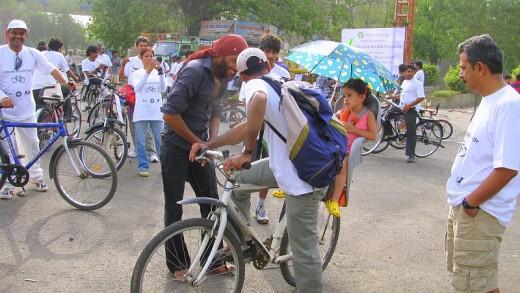 Members of Delhi Cycling Club preparing for their rides.