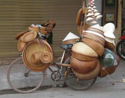 Streets of Hanoi´s Old Quarter and its friendly inhabitants. Hanoi, Vietnam.