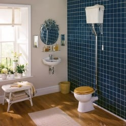 Traditional Bathroom Suites for a Warm and Welcoming Bathroom