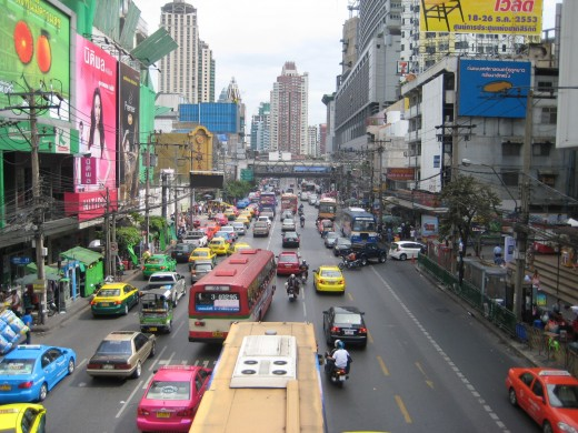 Petchburi Road - Traffic is bad all around Pratunam Market from morning to evening hours