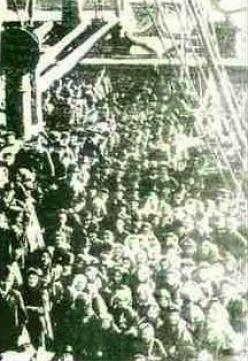 Early Italian immigrants to the US via ship.