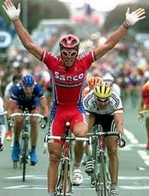 Saeco Cannondale as modelled by 'Super' Mario Cipollini. This was the first team kit I owned as a young cyclist and I wish I still had it!