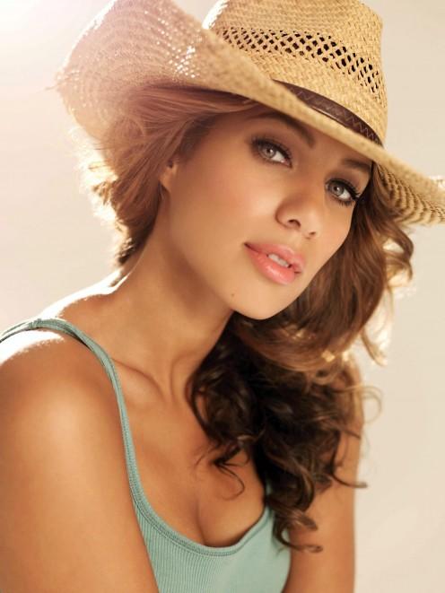 British singer Leona Lewis is of Guyanese, Welsh, Italian and Irish descent. Howzah!