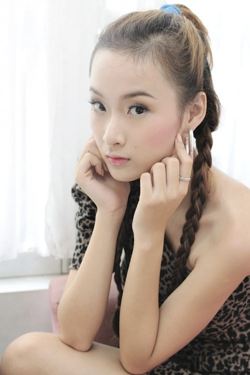 Phuong Trinh is a Vietnamese actress and the classic example of innocent elegance.