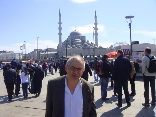 Yours truly with the New Mosque in the background