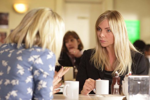 Ronnie returns to Walford where Roxy talks her into coming home