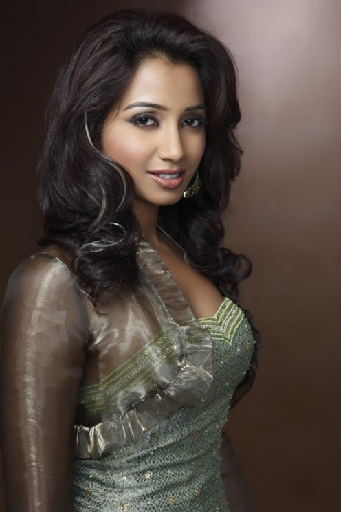 Shreya Ghoshal is a pretty and popular indian classical singer.
