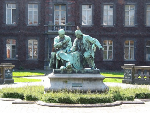 Louis-Henri Devillez's sculpture of the founders of the Mons-Hainaut Polytechinic faculty's School of Mines