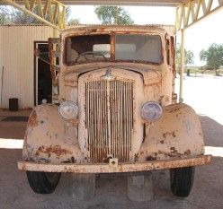 Old truck at Hamelin Pool - also not as old as the stromatolites