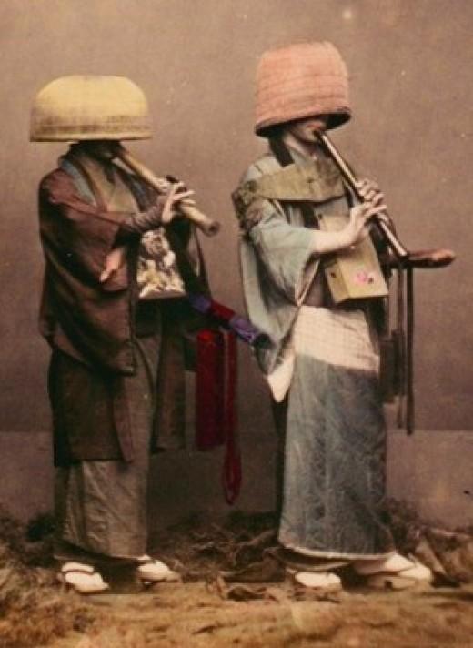 Komuso plays on bamboo flute called Shakuhachi.