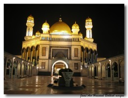 Night view of the Jame Asr' Hassanil Bolkiah Mosque