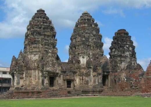 Phra Prang Sam Yord by Nick Upton