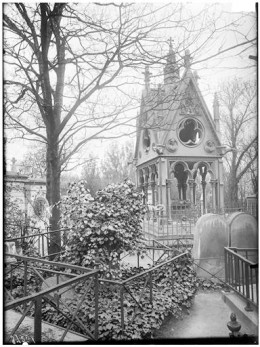The lovers tomb in the Cimitiere du Pere Lachaise in Paris.