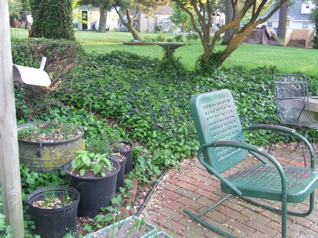 How to paint metal wicker and rattan patio furniture the for How to paint rattan patio furniture