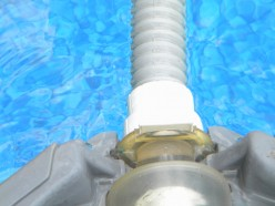 The swivel connector on the Polaris and on the other end of the supply hose should move easily or the unit may tip over in the water.