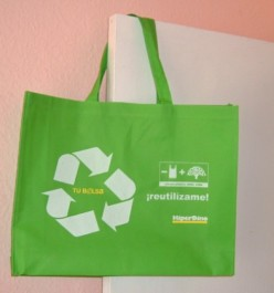 HiperDino supermarket leads the way with green reusable shopping bags