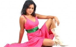 Rekha looking beautiful in a pink short top