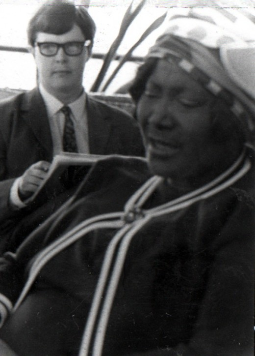 Mahalia Jackson with Dan Wooding in background