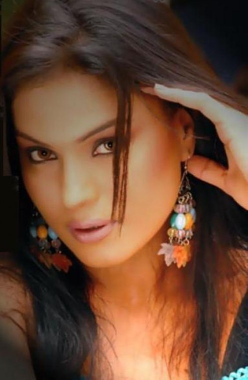 Pakistani actress Veena Malik is known as a strong woman as well as beautiful.
