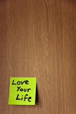 Put those colorful Post-It Notes to use for general, non-time-specific reminders. Organized reminders will help you love your life.  CCL D