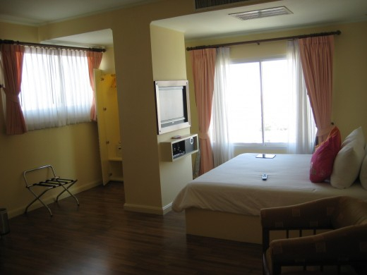 Nice spacious room - always a plus!