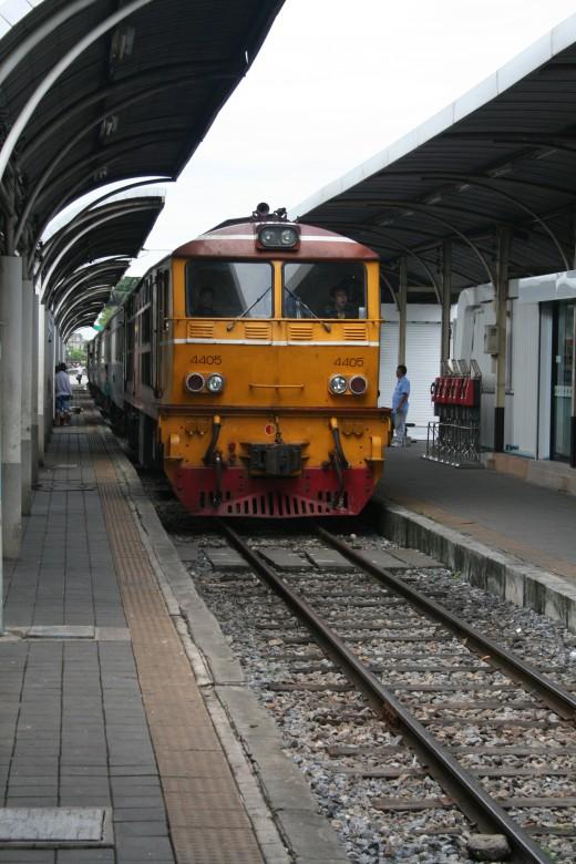 The train to Hua Hin arrives at Bang Sue