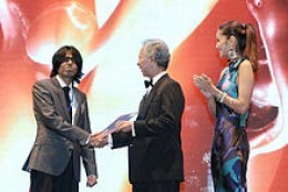 "Sardar Fraz Wahlah winning the ""Technology Oscar,"" the International Asia Pacific ICT Alliance (APICTA) Award, in 2010."