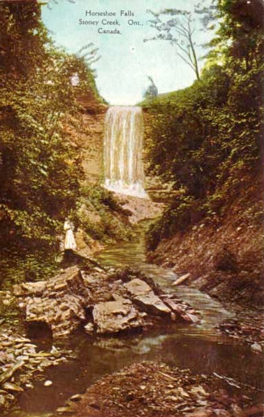 1906 Postcard calling this Horseshoe Falls. Now it is called Devil's Punch Bowl.