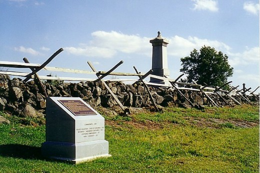 Monuments to Union and Confederate soldiers.