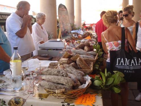 Market in El Rousse