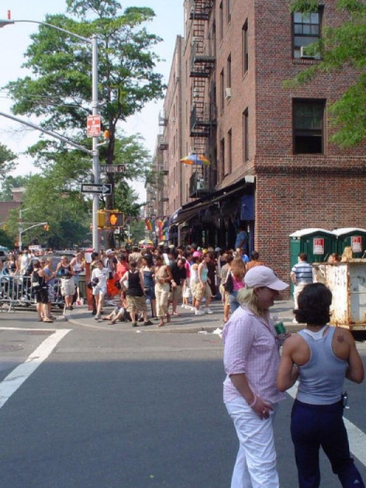 Henrietta Hudson's bar is nearly impossible to get into during Pride weekend--try hitting it up the week before instead