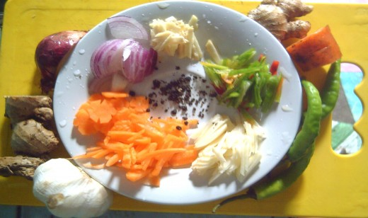 Additional Vegetables and Spices for Pickled Papaya (Photo by Travel Man)