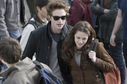 Edward Cullen (Robert pattinson) steps out with wayfarer style shades in 'Twilight'