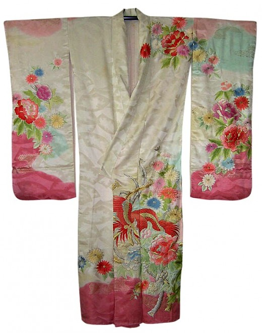 Antique wedding kimono from black-samurai.com