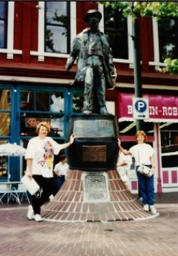 Statue of Gassy Jack Deighton