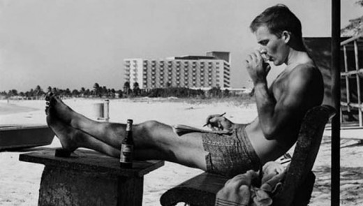 A young twenty-something Hunter Thompson in Puerto Rico, as appears on the cover of The Rum Diary.