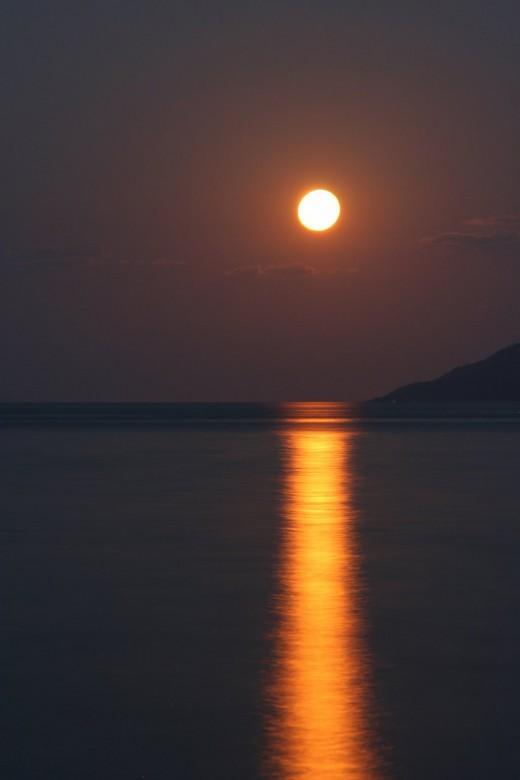 """Bild """"Mondschein-Dunkelrot-Abendstimmung"""" von bilder.n3po.com"""