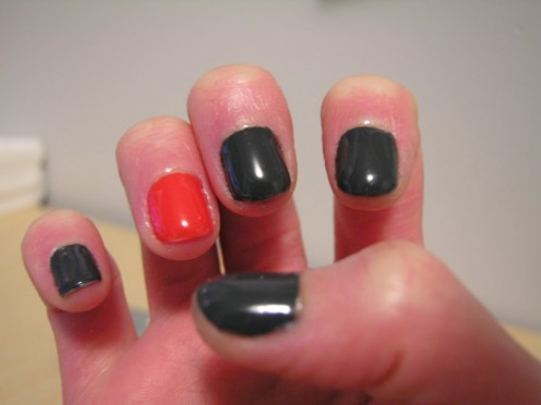 Trend: Paint one nail a different color
