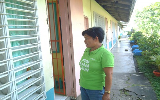 My cousin, Mrs. Ma. Anita Alcala-Oco, the principal (Photo by Travel Man)