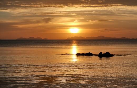 """Bild """"Goldener-Sonnenuntergang-Thailand"""" von bilder.n3po.com"""