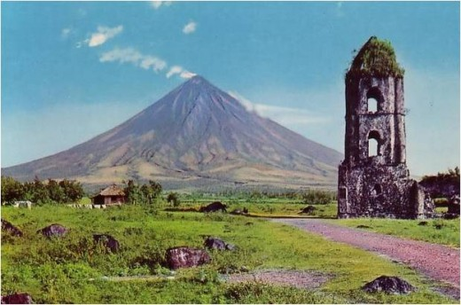 Locally known as 'Daragang Magayoni' (Beautiful Mayon), this perfectly-structured volcano embodies the typical Filipina - beautiful and shy. Rarely do tourists see the whole view because of the clouds embracing more than half the view.