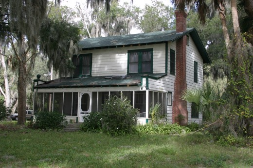 "Barker Cottage on Lake Weir in Florida. ""Ma"" and Fred Barker died in the upper left bedroom of this cottage."