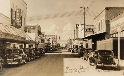 Main Sreet in Del Rio facing north in the earlier days when I was a kid
