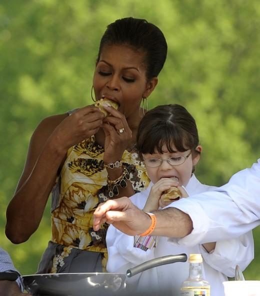 Michelle Obama enjoying Crepes