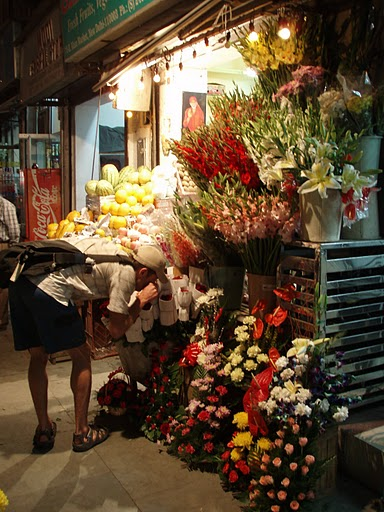 Yesterday, while visiting a friend in Khan Market, Delhi, I found this flower shop and found some beautiful pink roses.