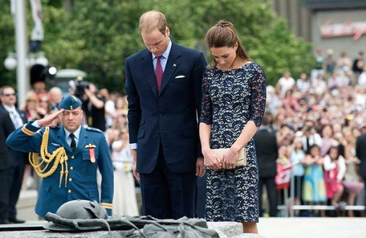 The Duke and Duchess pause after laying a wreath on the Tomb of the Unknown Soldier