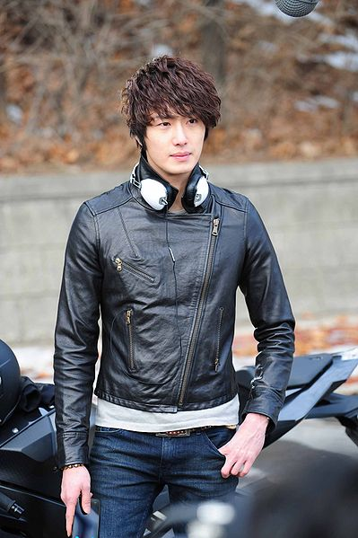 Jung Il-Woo as the Scheduler / Song Yi-Soo